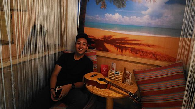 uke box caffe ukelele cafe music cafe eastwood lifestyle mommy blogger www.artofbeingamom.com 05