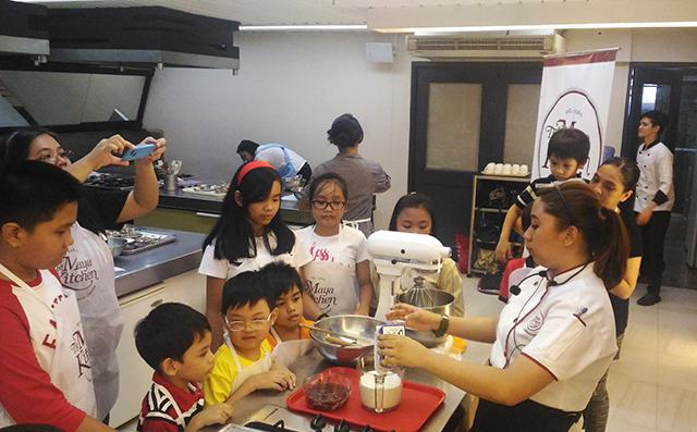 maya kitchen baking workshop maya pancake mix lifestyle mommy blogger www.artofbeingamom.com 08