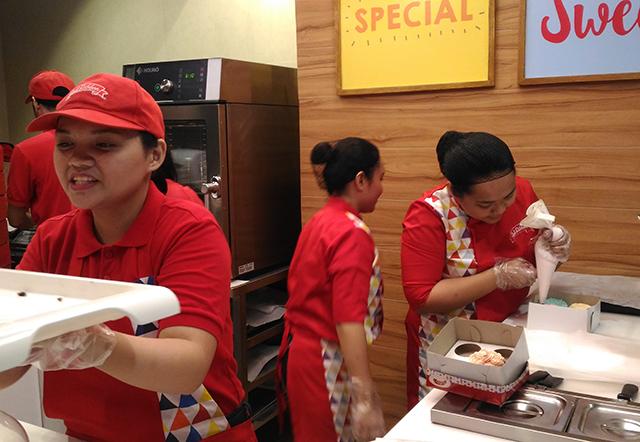 red-ribbon-flagship-store-sm-megamall-red-ribbon-bakery-red-ribbon-cake-lifestyle-mommy-blogger-philippines-www-artofbeingamom-com-13