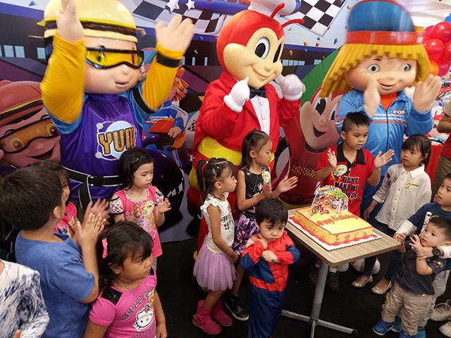 jollibee new birthday party theme jollirace
